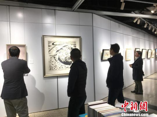 武汉一美术馆展出40幅名家手稿尽显湖北地域特色