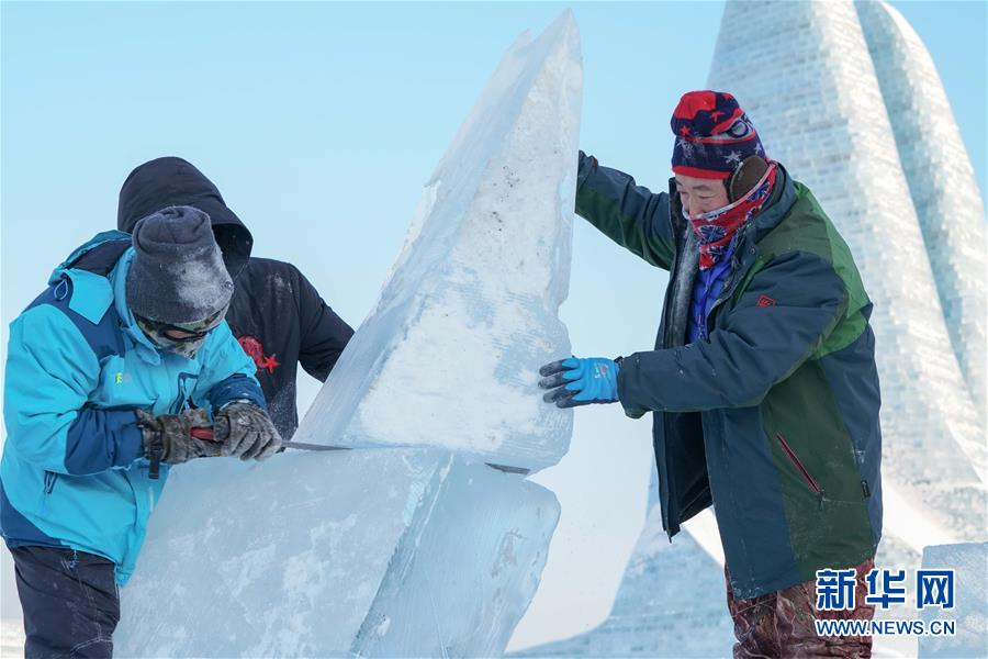 冰雕高手献艺哈尔滨国际组合冰雕比赛